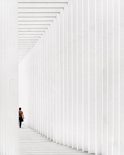 Anh_Surrounded by lines